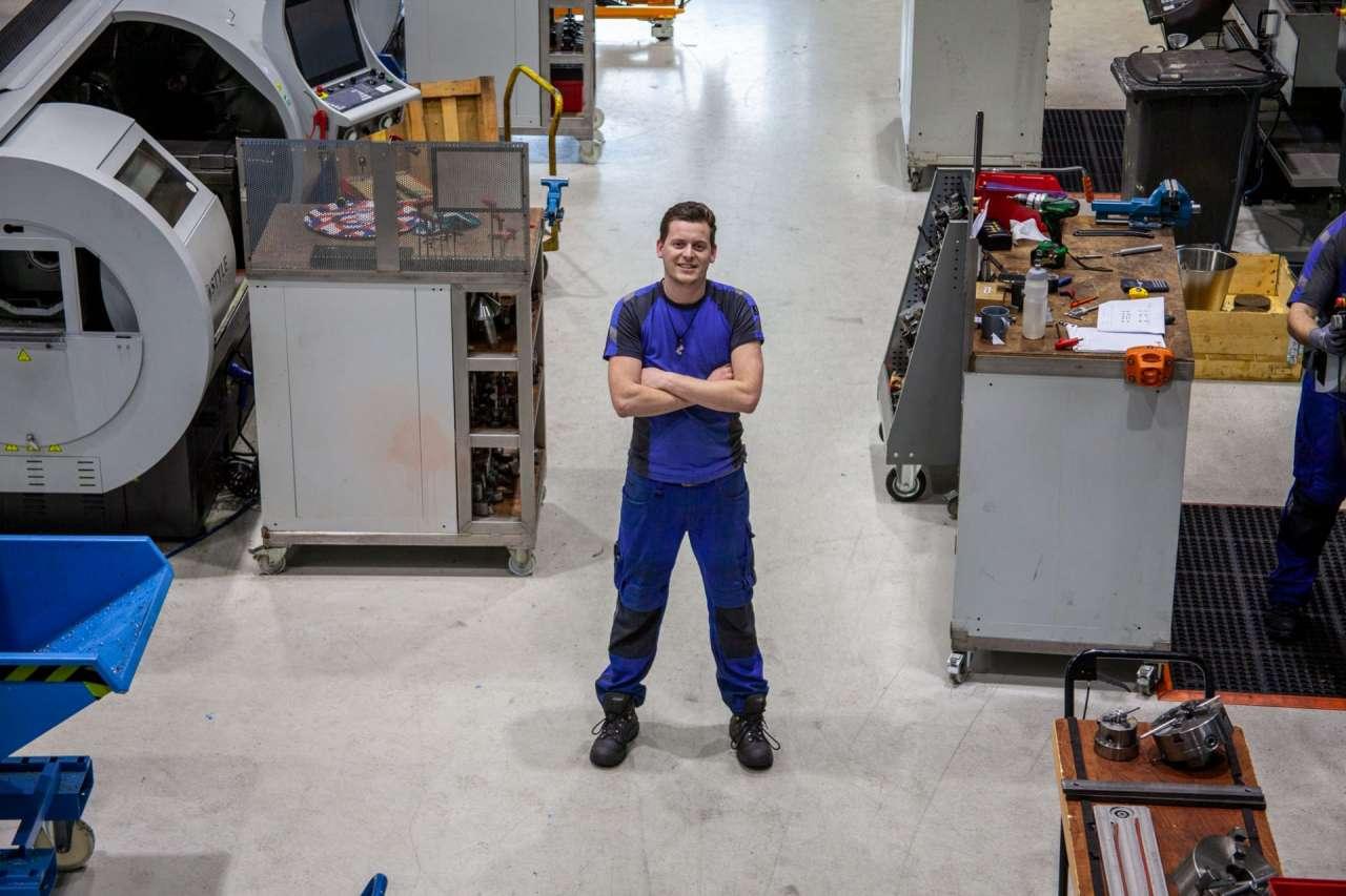 Allround Verspaner Luc Ebbers in het machinepark van STS